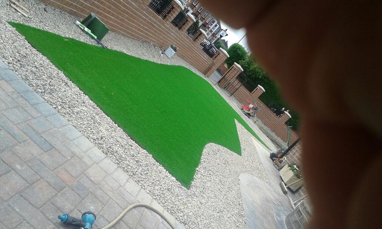 newcastle-artificial-grass-job