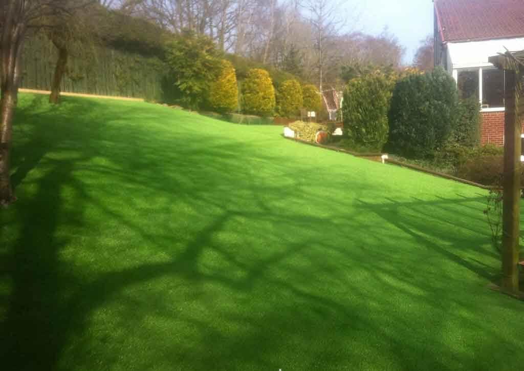 large-garden-artificial-lawn-ne