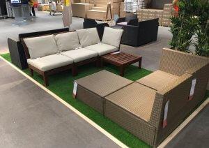 artificial-grass-furniture-display