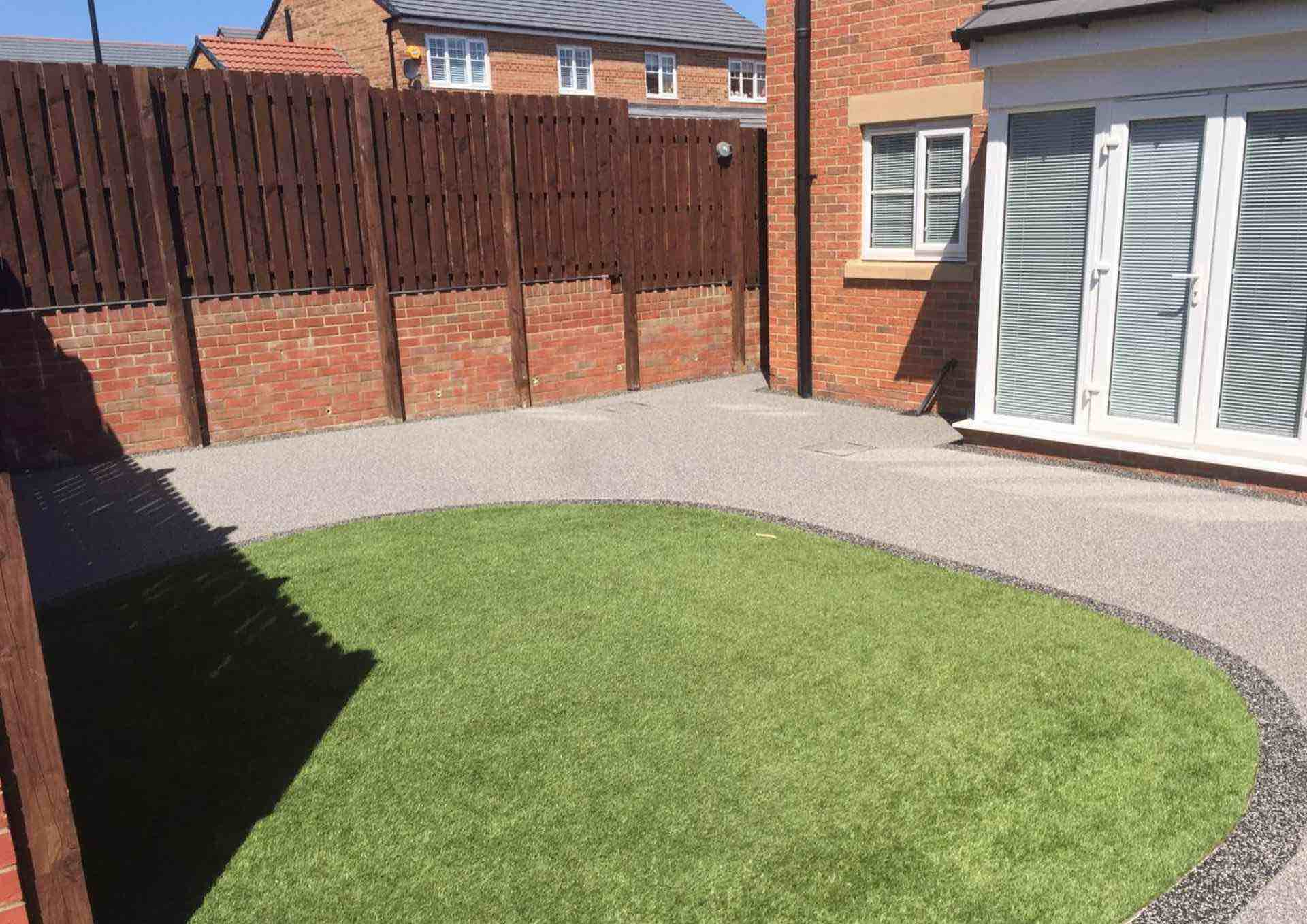artificial-grass-resin-patio