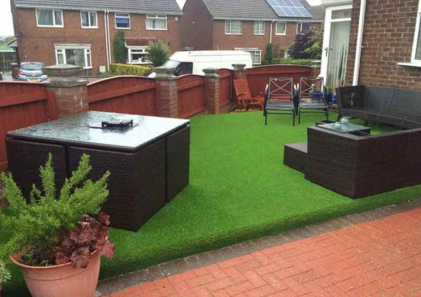 Transform your decking into an Artificial Lawn